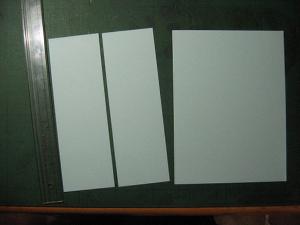 まずは中面の用紙をカット
